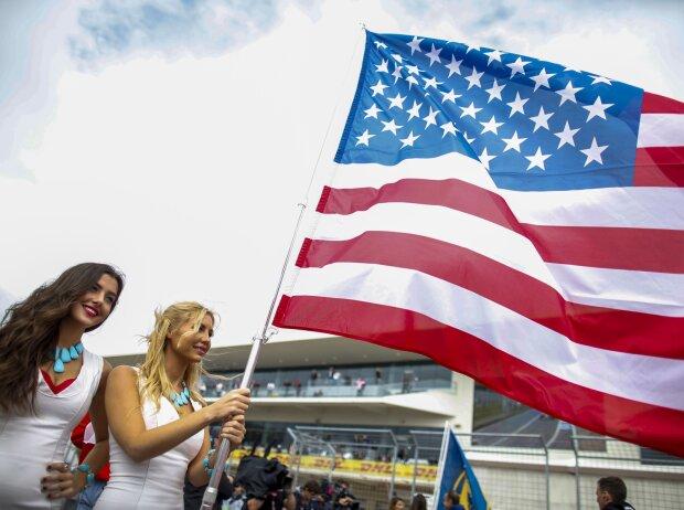 Girls mit amerikanischer Flagge