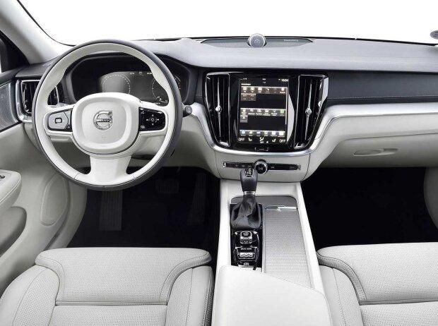 Innenraum und Cockpit des neuen Volvo V60 Cross Country (2019)