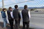 Zak Brown, Carlos Sainz (McLaren) und Fernando Alonso