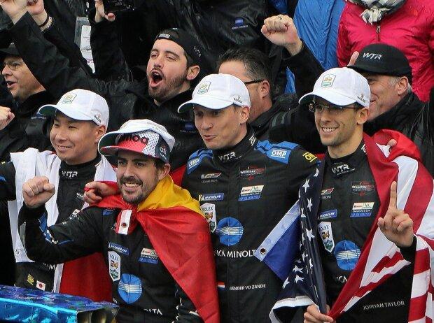 Renger van der Zande, Fernando Alonso, Kamui Kobayashi