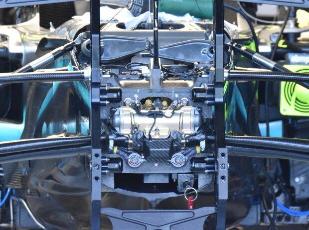 Mercedes W10, Dämpfer