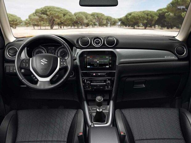 Innenraum und Cockpit des Suzuki Vitara Facelift (2019)