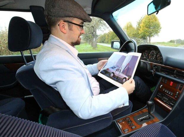 Redakteur Roland Hildebrandt im Mercedes 300 SE W126