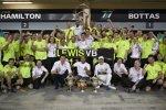 Lewis Hamilton (Mercedes), Valtteri Bottas (Mercedes) und Toto Wolff