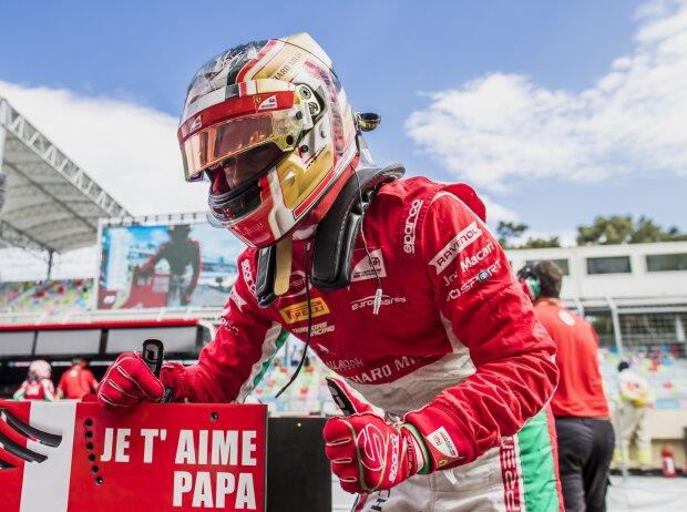 Baku 2017: Charles Leclerc in der Formel 2 mit Gruß an seinen verstorbenen Vater Herve