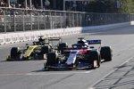 Daniil Kwjat (Toro Rosso) und Daniel Ricciardo (Renault)