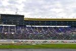 Start zum Digital Ally 400 auf dem Kansas Speedway: Kevin Harvick (Stewart-Haas) führt