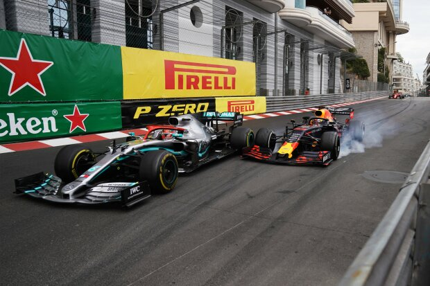 Max Verstappen Lewis Hamilton Red Bull Aston Martin Red Bull Racing F1Mercedes Mercedes-AMG Petronas Motorsport 	 F1 ~Max Verstappen (Red Bull) und Lewis Hamilton (Mercedes) ~