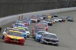Start zum FireKeepers Casino 400 auf dem Michigan International Speedway: Joey Logano (Penske) und Aric Almirola (Stewart-Haas)