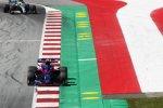 Alexander Albon (Toro Rosso) und Lewis Hamilton (Mercedes)