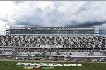 Dunkle Wolken über dem Daytona International Speedway