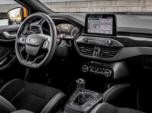 Innenraum und Cockpit des Ford Focus ST (2019)