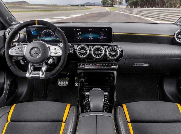 Innenraum und Cockpit des Mercedes-AMG A 45 4MATIC+ (2019)