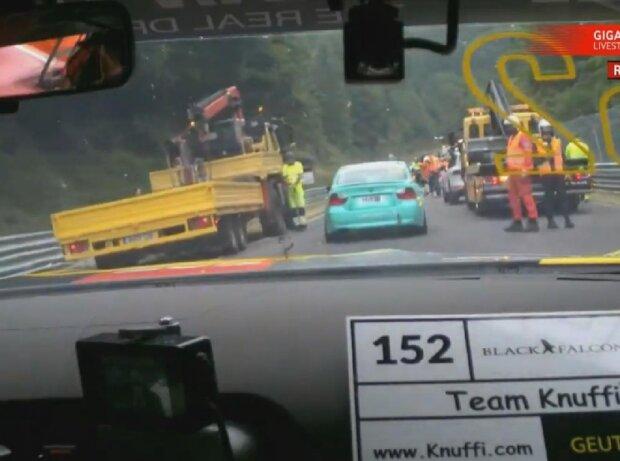 VLN4, Unfall, Abschleppwagen