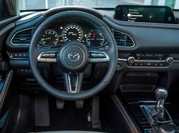 Cockpit des Mazda CX-30 (2019)