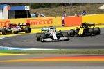 Lewis Hamilton (Mercedes) vor Nico Hülkenberg (Renault)