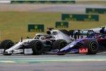 Lewis Hamilton (Mercedes) und Alexander Albon (Toro Rosso)