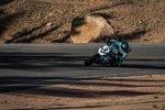 Lucy Glöckner auf der BMW S1000R von Wunderlich