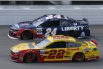 Joey Logano (Penske) und William Byron (Hendrick)