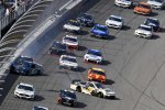 Crash: Aric Almirola (Stewart-Haas), Daniel Hemric (Childress), Austin Dillon (Childress)