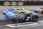 Three-Wide in Bristol: Quin Houff, Paul Menard und Reed Sorenson