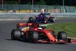 Sebastian Vettel (Ferrari) und Daniil Kwjat (Toro Rosso)