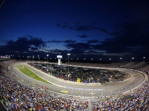 Der Richmond International Raceway unter Flutlicht