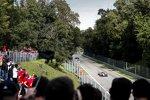 Antonio Giovinazzi (Alfa Romeo) und Alexander Albon (Red Bull)