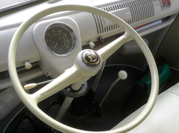 Cockpit des VW Bulli T1 1962