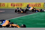 Carlos Sainz (McLaren), Alexander Albon (Red Bull) und Lando Norris (McLaren)