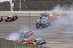 Crash: Jimmie Johnson (Hendrick), Alex Bowman (Hendrick), Kyle Larson (Ganassi) und Chase Elliott (Hendrick)
