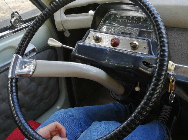 Cockpit des Citroën Ami 6