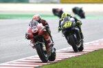 Andrea Dovizioso vor Valentino Rossi