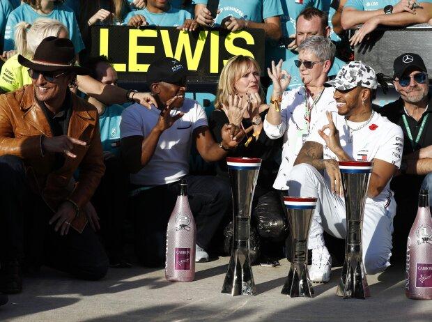 Lewis Hamilton mit Vater Anthony, Stiefmutter Linda und Mutter Carmen