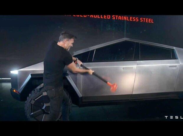 Tesla Cybertruck, Vorschlaghammer
