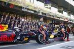 Max Verstappen (Red Bull) und Alexander Albon (Red Bull)