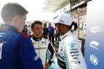 Nyck de Vries und Lewis Hamilton