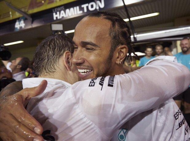 Lewis Hamilton mit Renningenieur Peter Bonnington