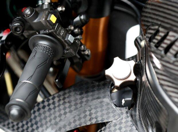 Yamaha M1 Holeshot-Device
