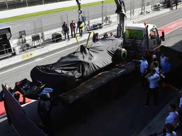 Lewis Hamilton, Abschleppwagen