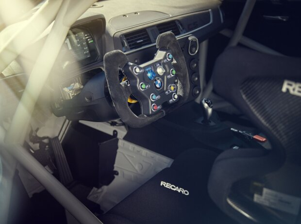 BMW M2 CS Racing, Cockpit
