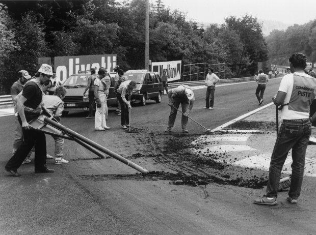 Asphaltarbeiten in Spa 1985