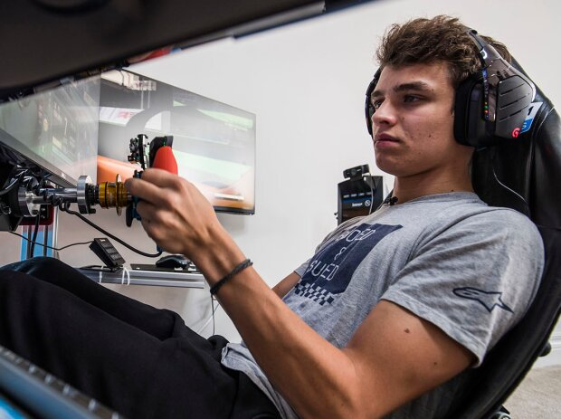 E-Sport: Lando Norris im Simulator