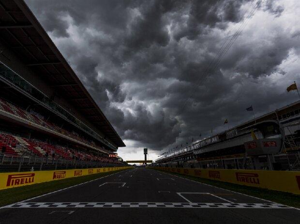 Dunkle Wolken über dem Circuit de Barcelona-Catalunya