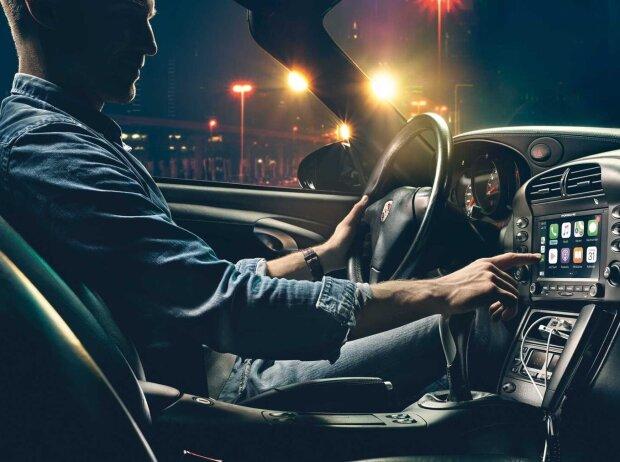 Apple CarPlay et Navi pour les anciennes Porsche 911 et Boxster