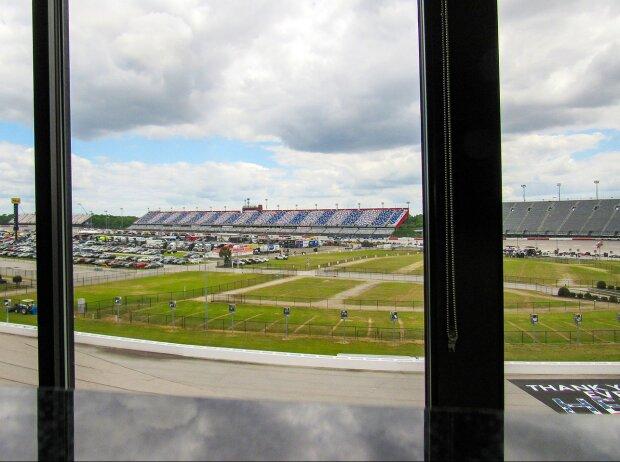 Blick aus dem Presseraum in Turn 3 am Darlington Raceway