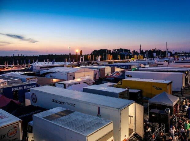 24h Nürburgring, Fahrerlager, Paddock, Dämmerung, Sonnenuntergang