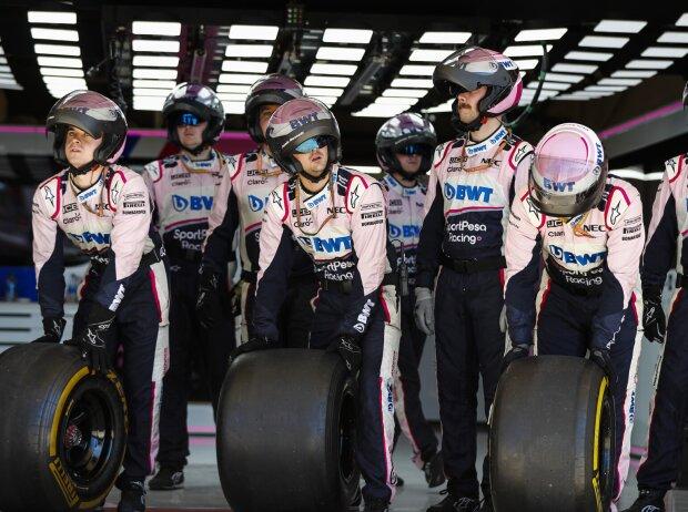 Racing-Point-Crew