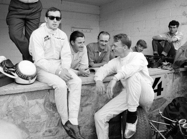 Jackie Stewart mit Graham Hill und Dan Gurney