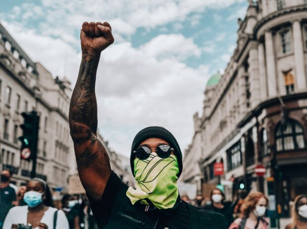 BlackLivesMatter: Lewis Hamilton demonstriert in London
